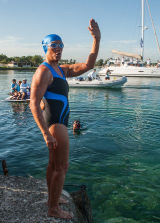 Diana Nyad begins Havana swim 2013